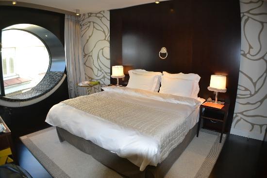 โรงแรมโทพาซ: Most comfortable bed in Europe