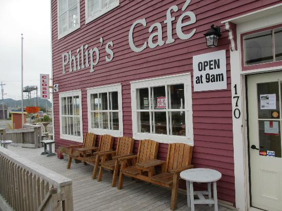 Philip's Cafe : Outside the cafe