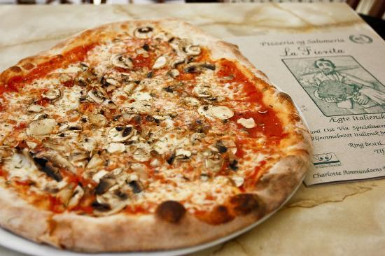 Pizzeria La Fiorita: Mushroom Pizza