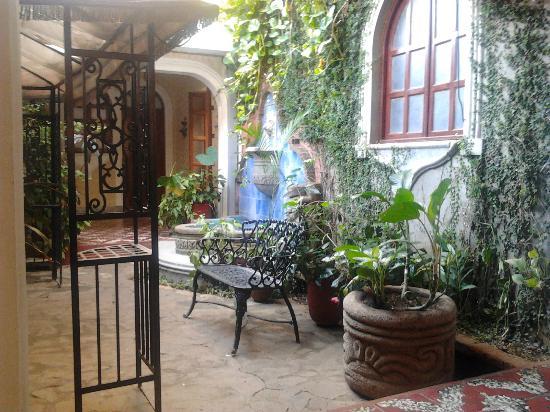 Hotel Los Balcones De Leon: de patio