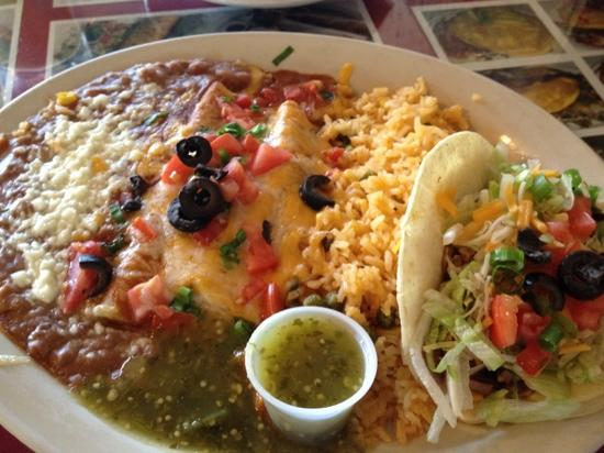 Harold's House Of Omelettes : Enchiladas and Carnitas Taco