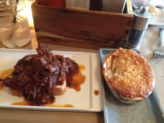 Clarkston, Мичиган: burnt ends and macaroni and cheese