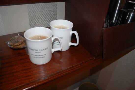 Taplow House Hotel: Posh mugs