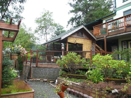 Alaska's Capital Inn Bed and Breakfast : jacuzzi area