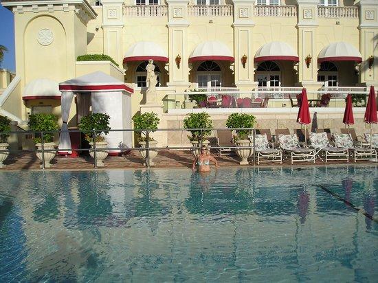 Acqualina Resort & Spa on the Beach: Maravillosa piscina