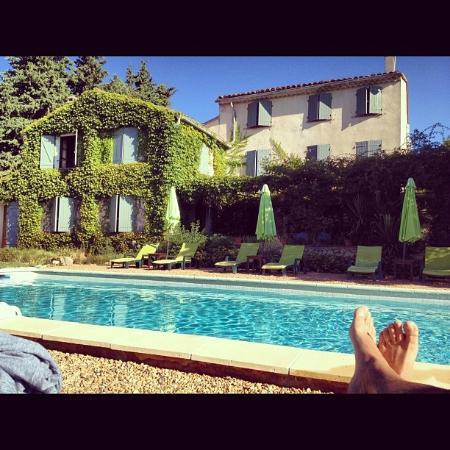 B&B la Bastide de Messine : La bastide vue de la piscine