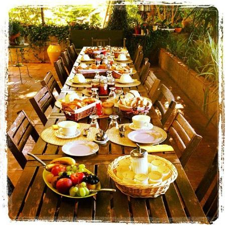 B&B la Bastide de Messine : La table du petit déjeuner