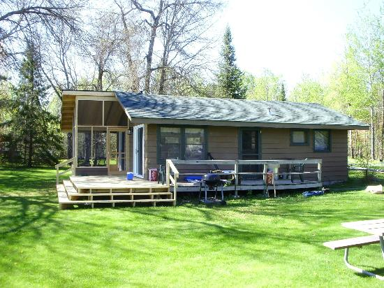 Sandy Point Lodge: We have 12 cabins that range from 1-3 bedrooms- all with amazing lake views!