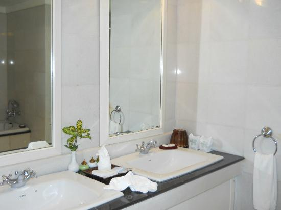 The Grand Luang Prabang Hotel & Resort: 2nd bathroom