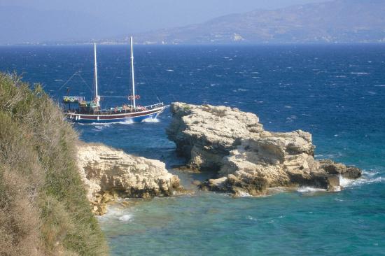 Xanadu Island Hotel: Beautiful coastline