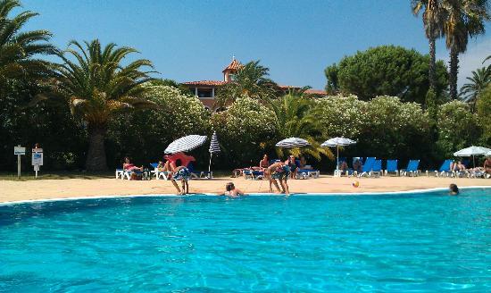 Soleil Vacances Hotel Saint Tropez : Piscine et sa plage