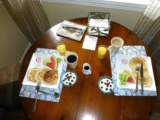 Wild Pacific Bed and Breakfast: Home made breakfast