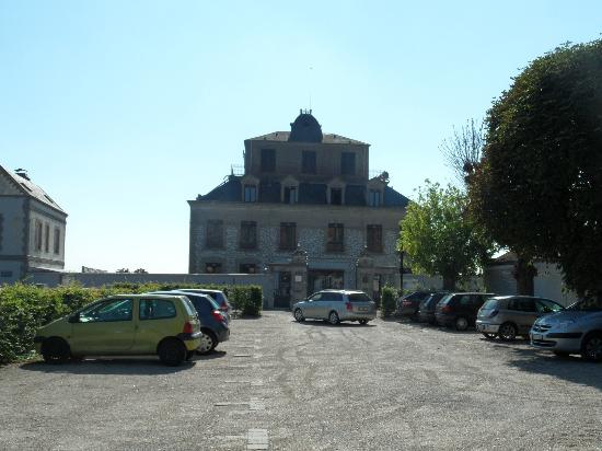 Domaine de la Corniche: View of the hotel from the carpark