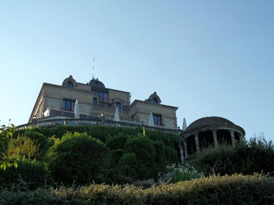 Domaine de la Corniche: View of hotel from gardens