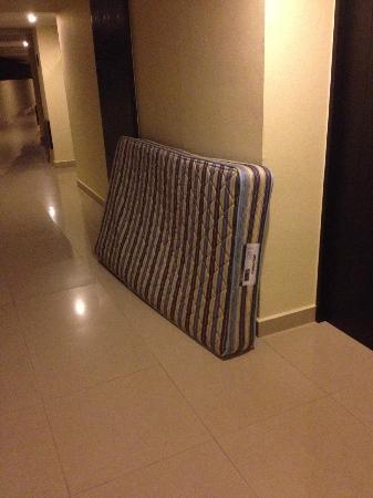Dreams Huatulco Resort & Spa: Mattresses left outside of room