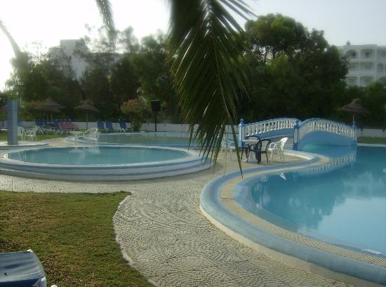 Kinza Hotel : lovely pool areas
