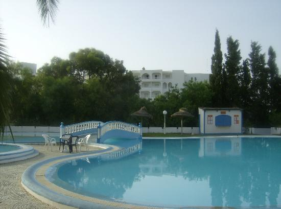 Kinza Hotel : the pool area