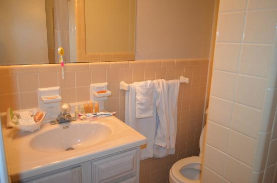 Captiva Beach Resort: Nice & Clean with lots of toiletries