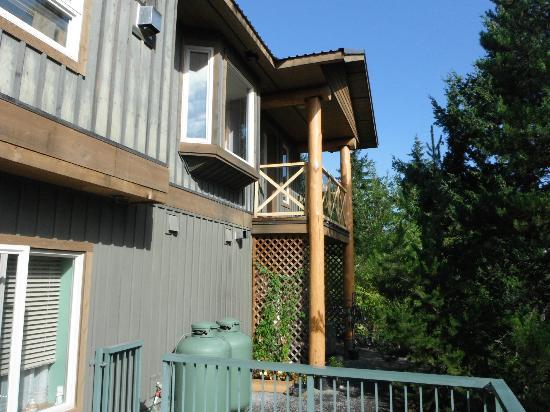 Greenwood Country Inn: Back of Greenwood Inn, Lovebird Suite top corner
