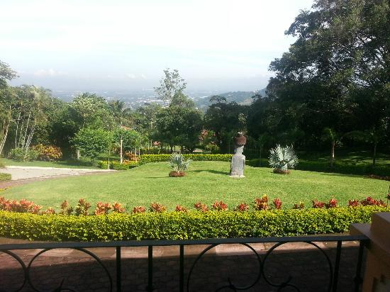 Ringle Resort Hotel & Spa: Front Garden