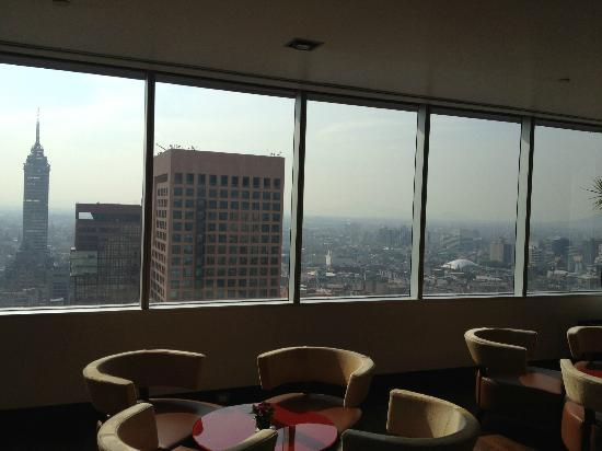 Hilton Mexico City Reforma: Executive Lounge 26th Floor and View