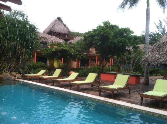 Robert's Grove Beach Resort : pool
