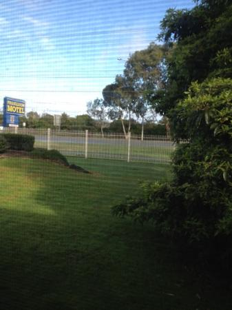 Frankston Motel: well kept gardens - the property is loved