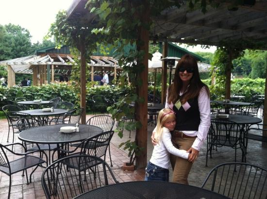 La Casa Narcisi Winery : outside dining