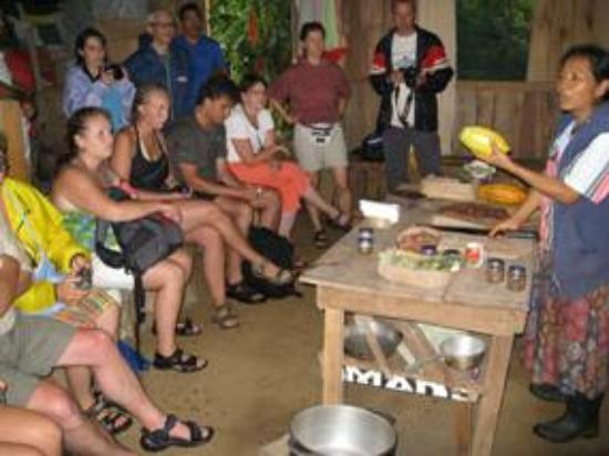 Talamanca Family Art: Esto es un tour de chocolate artesanal guiado por mujeres brybrys indigenas de costarica talaman