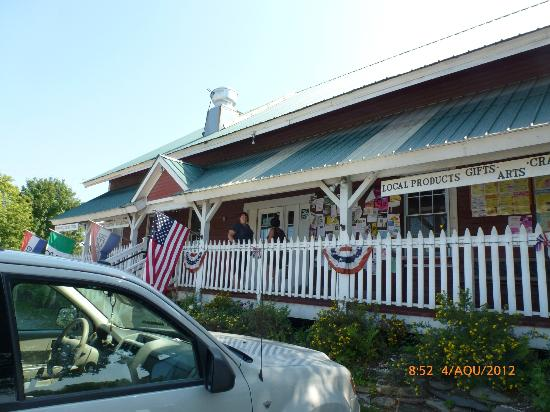 Freighthouse Market & Cafe: view of the outside of the restaurant (front, from the street)