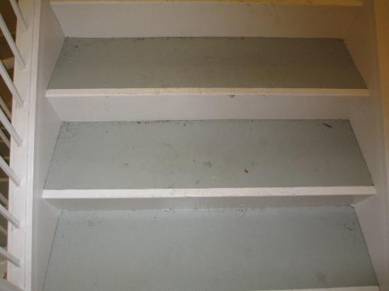 Marriott's Manor Club at Ford's Colony: dirty staircase