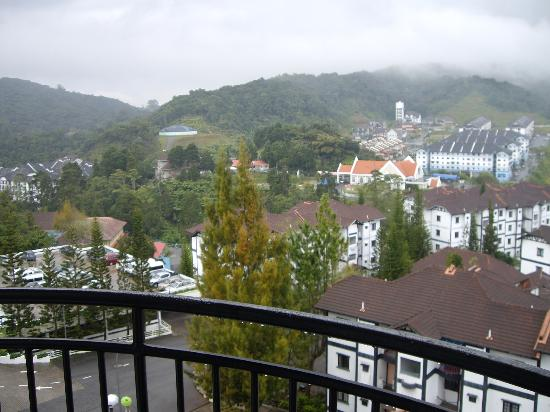 Heritage Hotel Cameron Highlands: overlooking condos to hills beyond