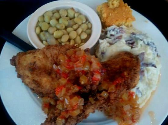 Boulevard Diner : Fried Chickenbreast with mashed potatoes