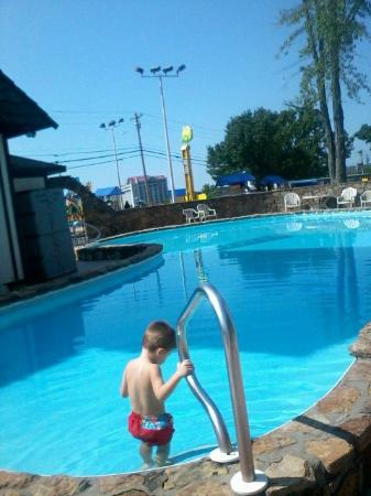 Windmill Inn & Suites: Pool