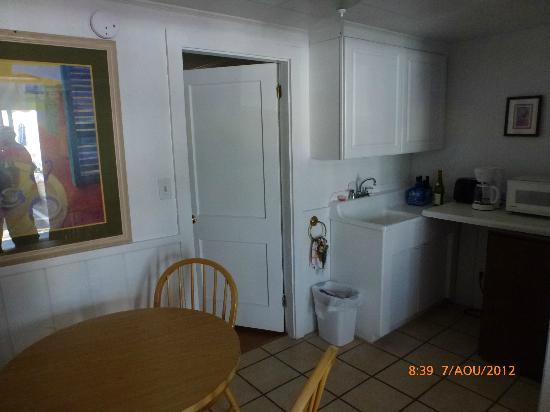 Atlantis Motel: kitchenette in the room