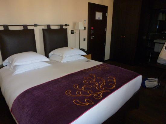 Eastwest Hotel: Bed