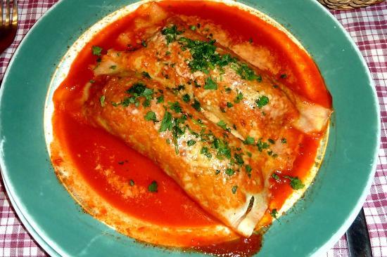 Pasta y Pasta: Caneloni Italianos que pueden ser rellenos de, espinaca, carne o jamón y mozzarella.