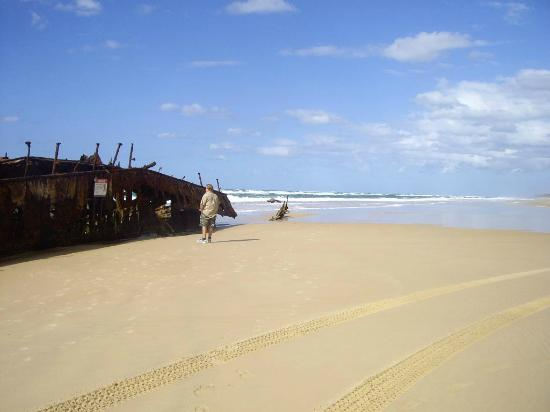 Eurong Beach Resort: Maheno wreck