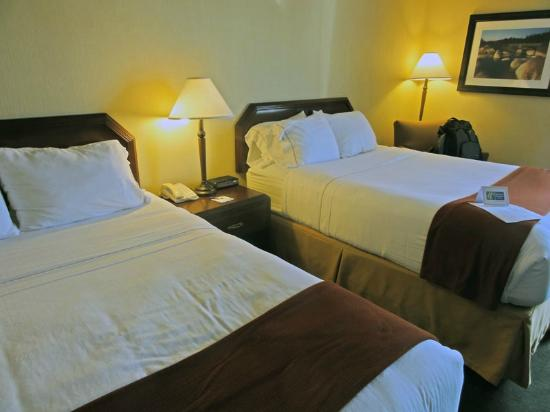 Holiday Inn Express Hotel & Suites Charlottetown : beds