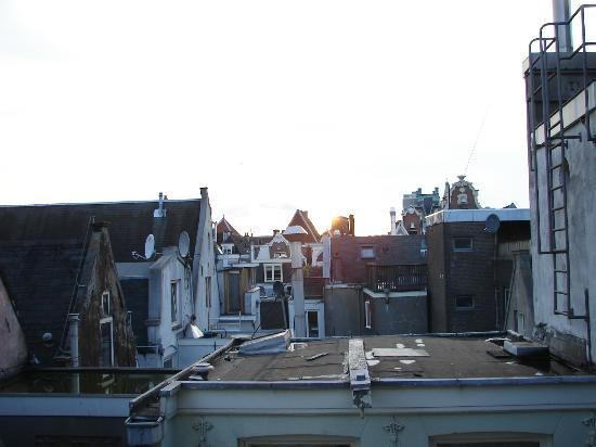 Hotel Vijaya: room nº14 view over rooftops to Centraal station