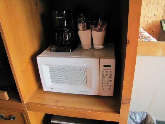 The Sands Resort : Microwave and coffee area