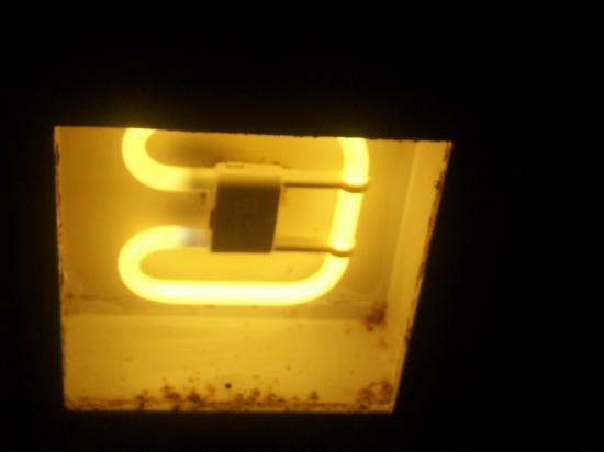 Hotel da Aldeia: The bathroom light with mould and rust