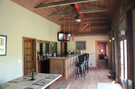 Cedar House on Sound B&B: The Wine tasting Bar at Cedar House on Sound