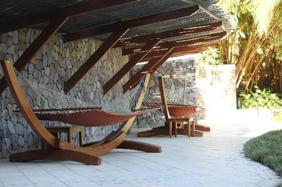 Four Seasons Resort Costa Rica at Peninsula Papagayo : hammocks await nappers