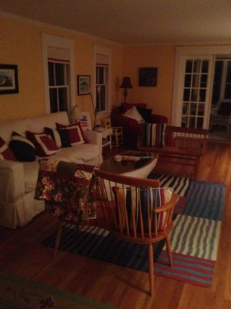 Cranberry Hill Inn : inviting living room with cookies and tea!