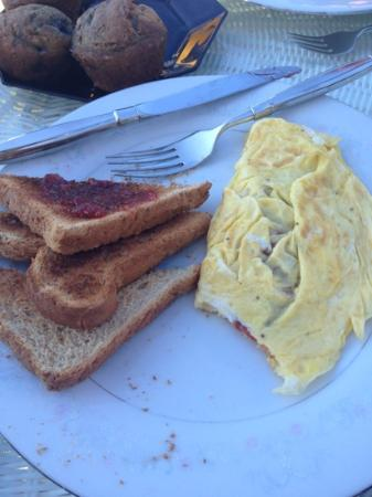 Cranberry Hill Inn : egg omelet and toast