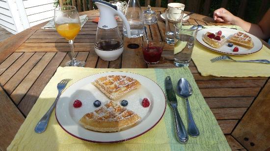 La Raveaudière: Déjeuner - Gaufres aux fruits