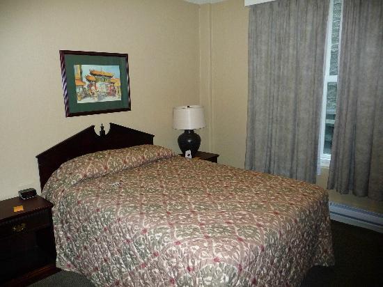 The Strathcona Hotel: Room