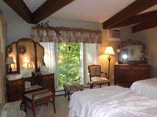 Crooked Oak Mountain Inn: Sage Room