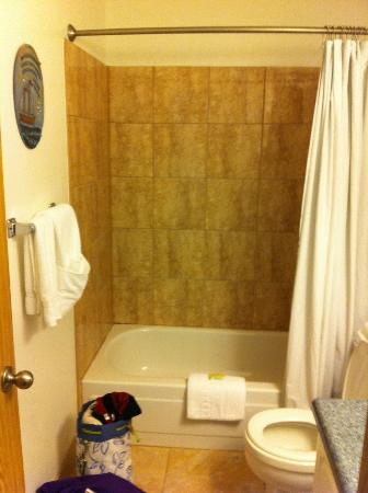 Chautauqua Lodge: One of the bathrooms